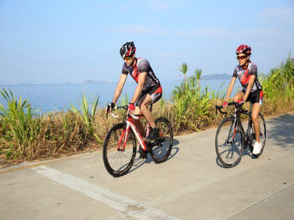 Cách chọn trang phục khi tập luyện đạp xe tăng sự thoải mái