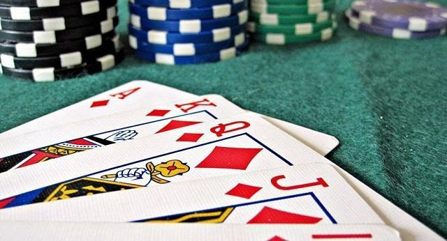 Có thể chia cờ bạc thành 2 hình thức chính