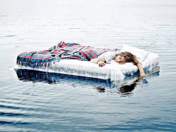 Mơ thấy hồ nước đánh con gì? Là phúc hay là họa?